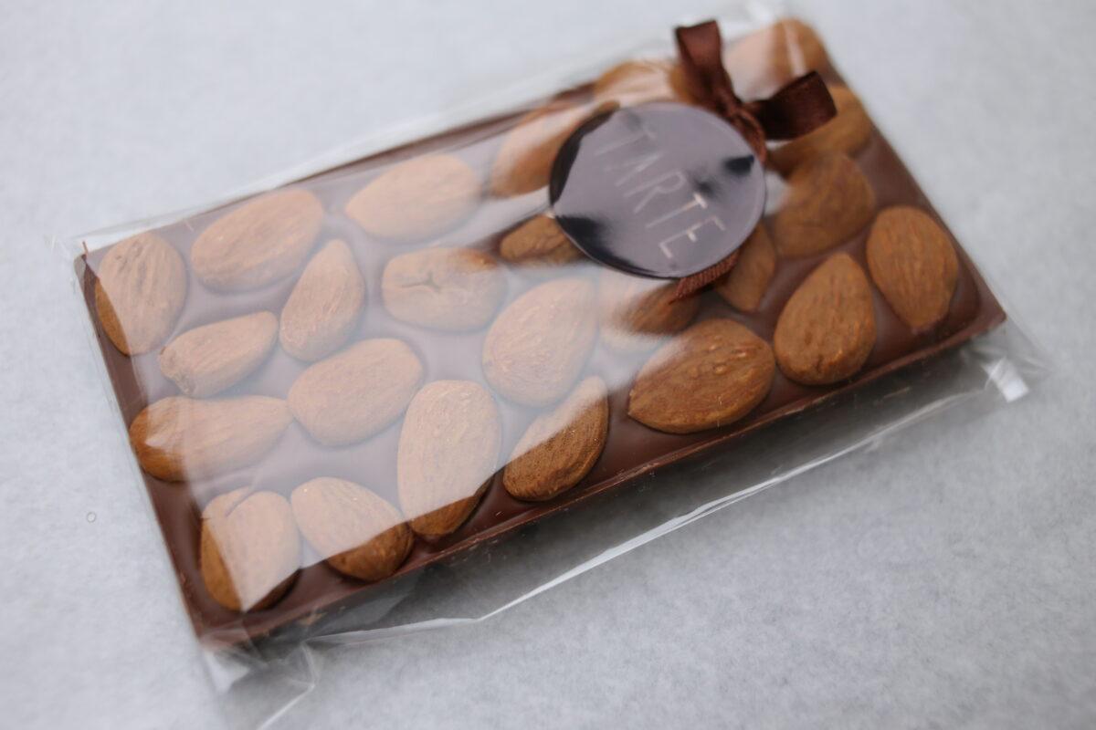 Piena šokolāde ar mandelēm