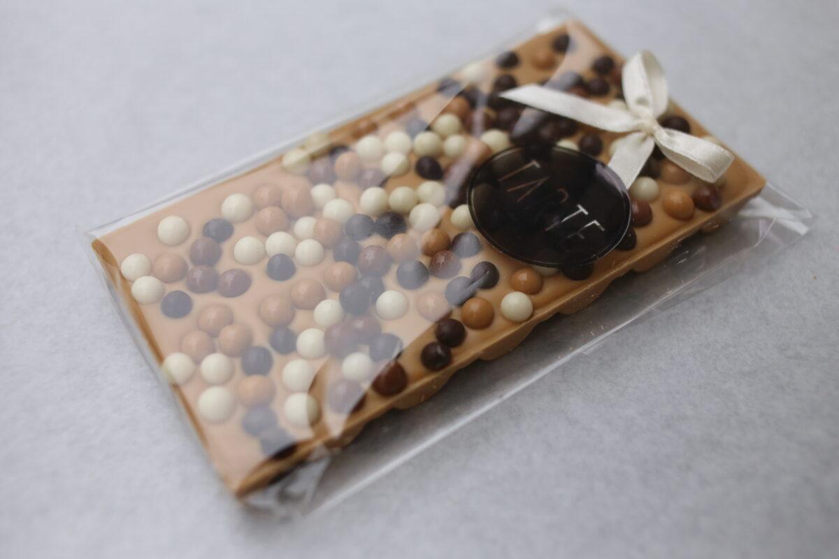 Karamelizētā šokolāde ar kraukšķiem